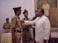 Shri K.N. Gayari receiving award