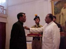 Shri W.R. Pathaw receiving award