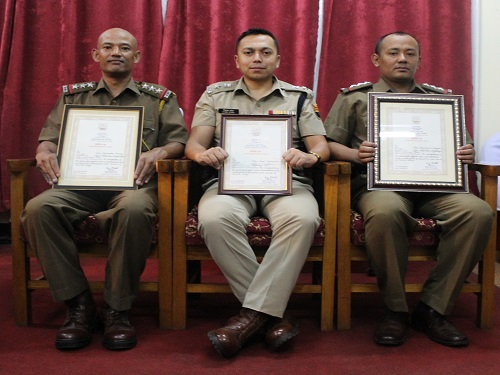 Shri Vivek Syiem, MPS, SP(City), East Khasi Hills, Inspector Kyrmenbha Shabong and Inspector Simsang A Sangma received award from the Director General,Narcotics Control Bureau, New Delhi
